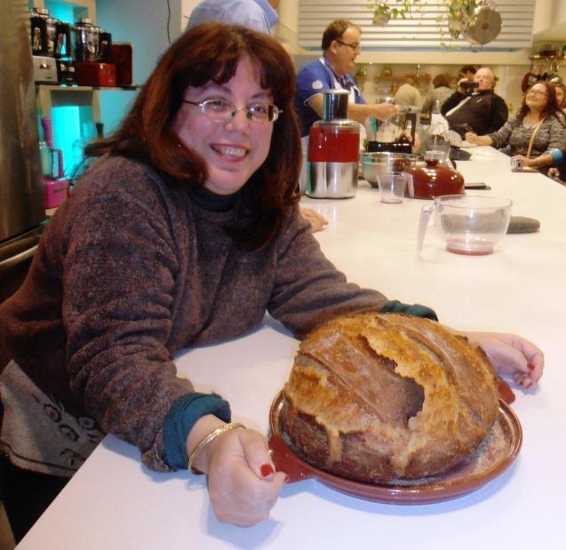 לישת בצק בדקות ספורות והתוצאה המשמחת: כיכר לחם פריחה וטעימה