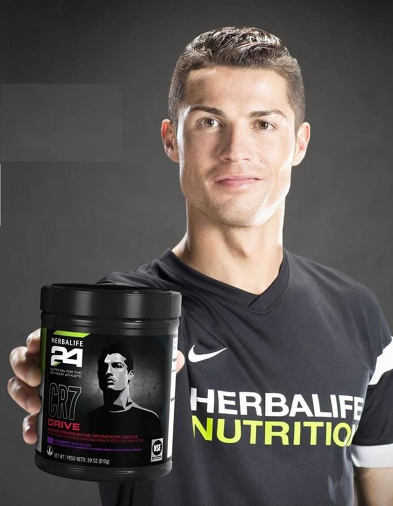 כוכב הכדורגל רונלדו מקדם משקאות בריאות צמחיים של הרבלייף