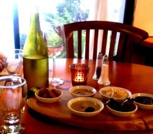 6 מזאטים לפתיחת הארוחה במסעדת בין הכרמים