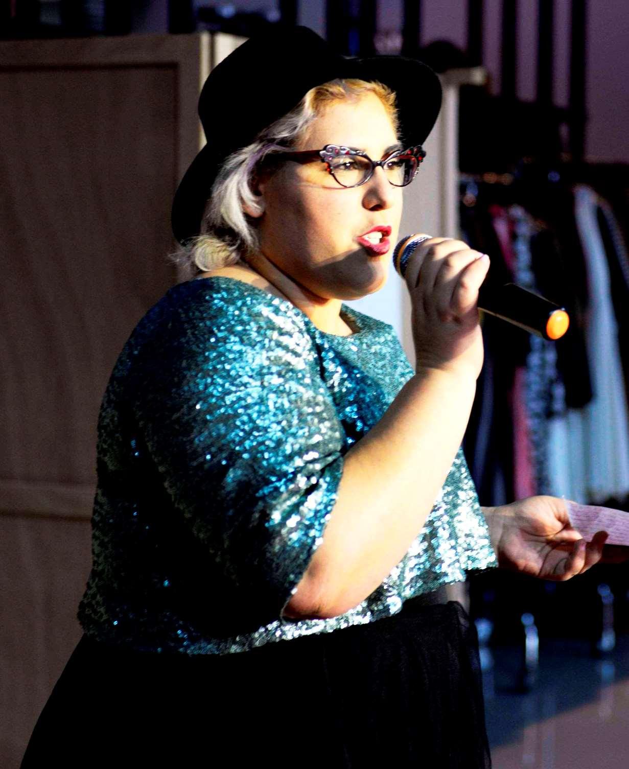 אופנה מידות גדולות גאלה רחמילביץ'. צילום שני צדיקריו