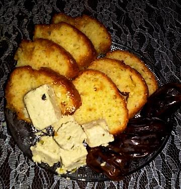 קינוח ארצישראלי: קוביות חלבה, תמרי מג'הול ועוגה בחושה