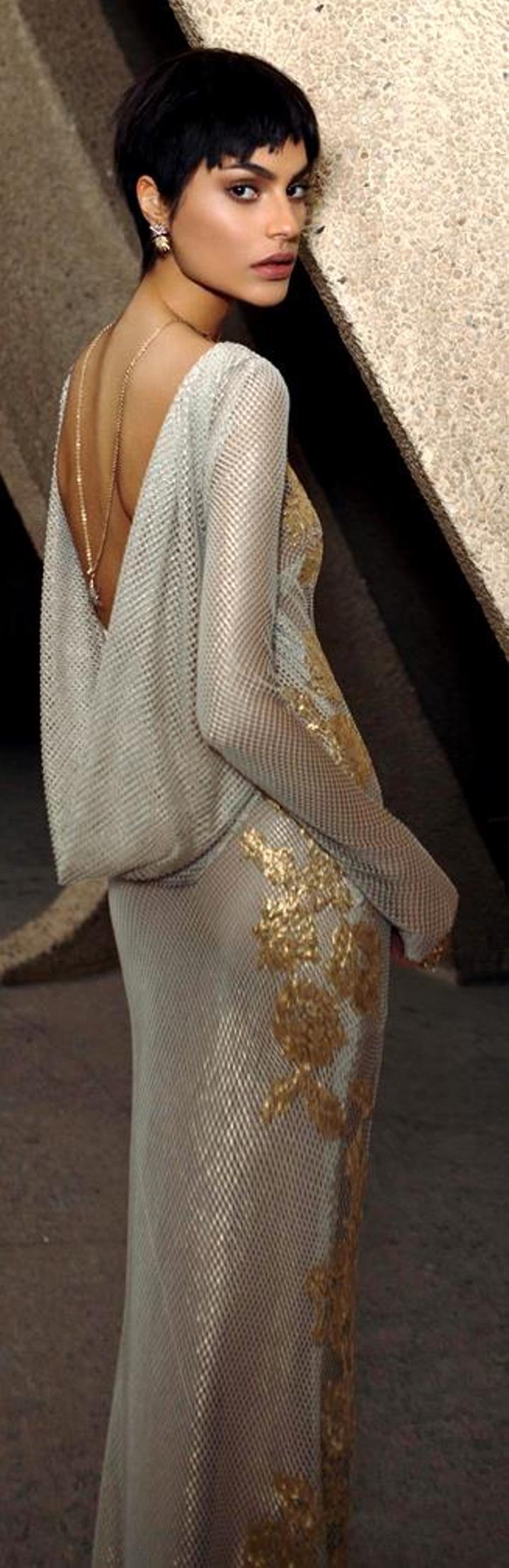 שמלת רשת ותחרת זהב 9500 שקלים