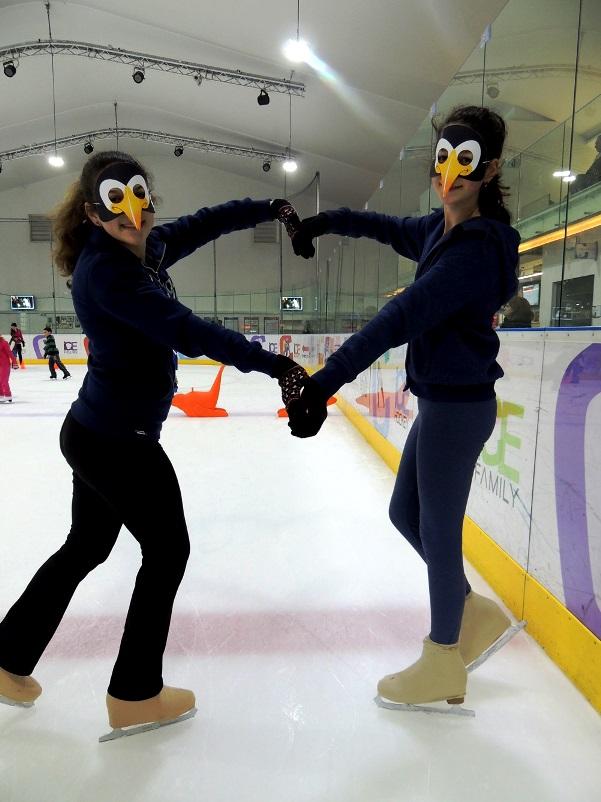 מופע פורימי עם מסכות פינגווין בהיכל הקרח ICE PEAK חולון
