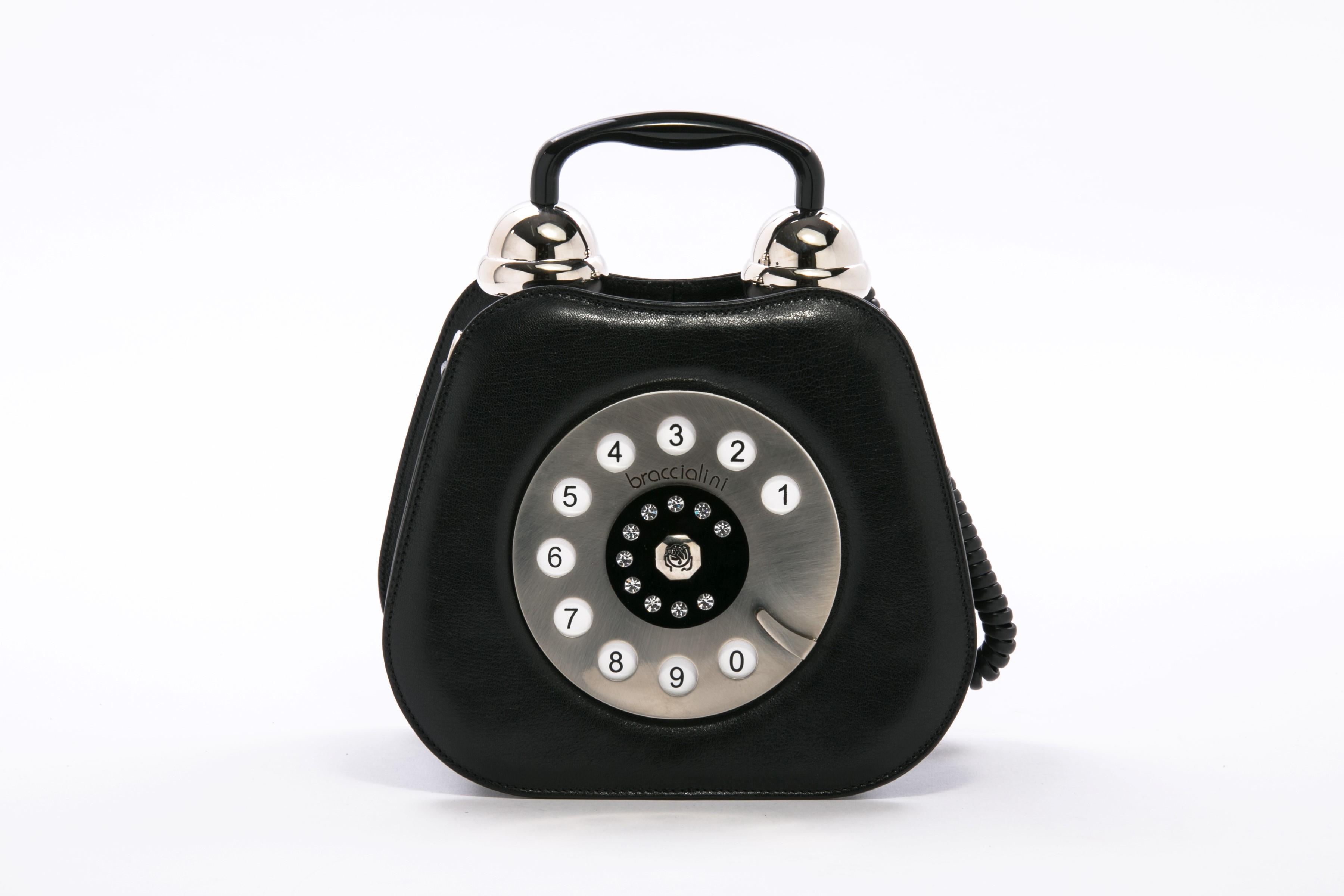 התיק התחפש לטלפון. ל'אפייט. צילום אביב פרסבורגר