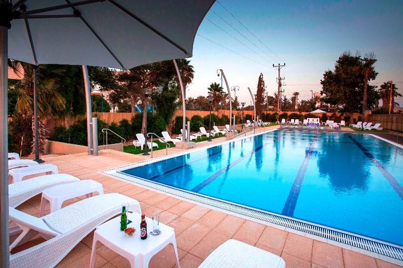 מלון אירוס המדבר, הבריכה. צילום אור אלכסנברג