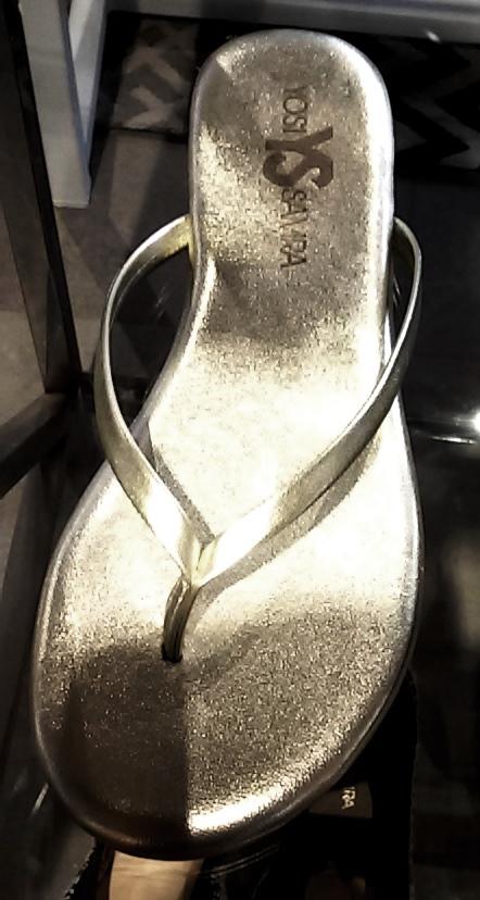 סנדלי אצבע של יוסי סמרה ברשת קרוקס