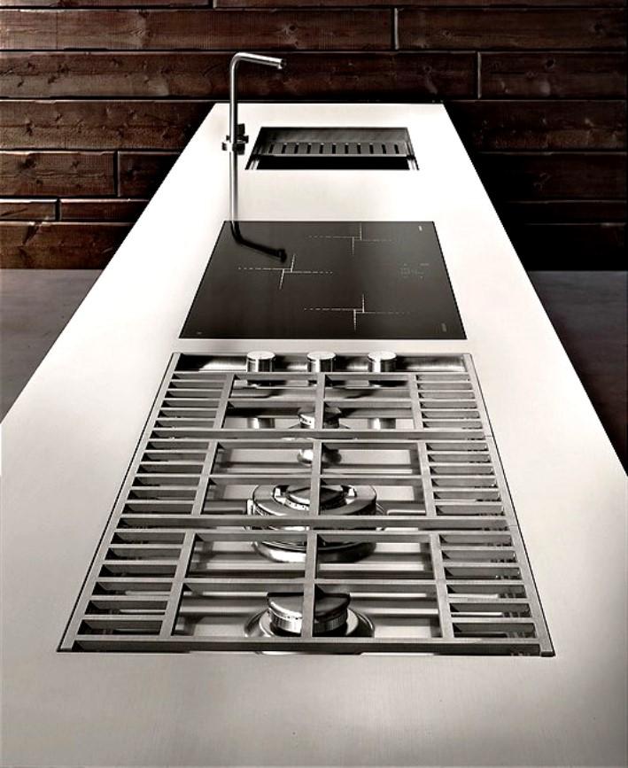 בית תותחני. המטבח השטוח עם כל הפונקציות משוקעות בקו ישר