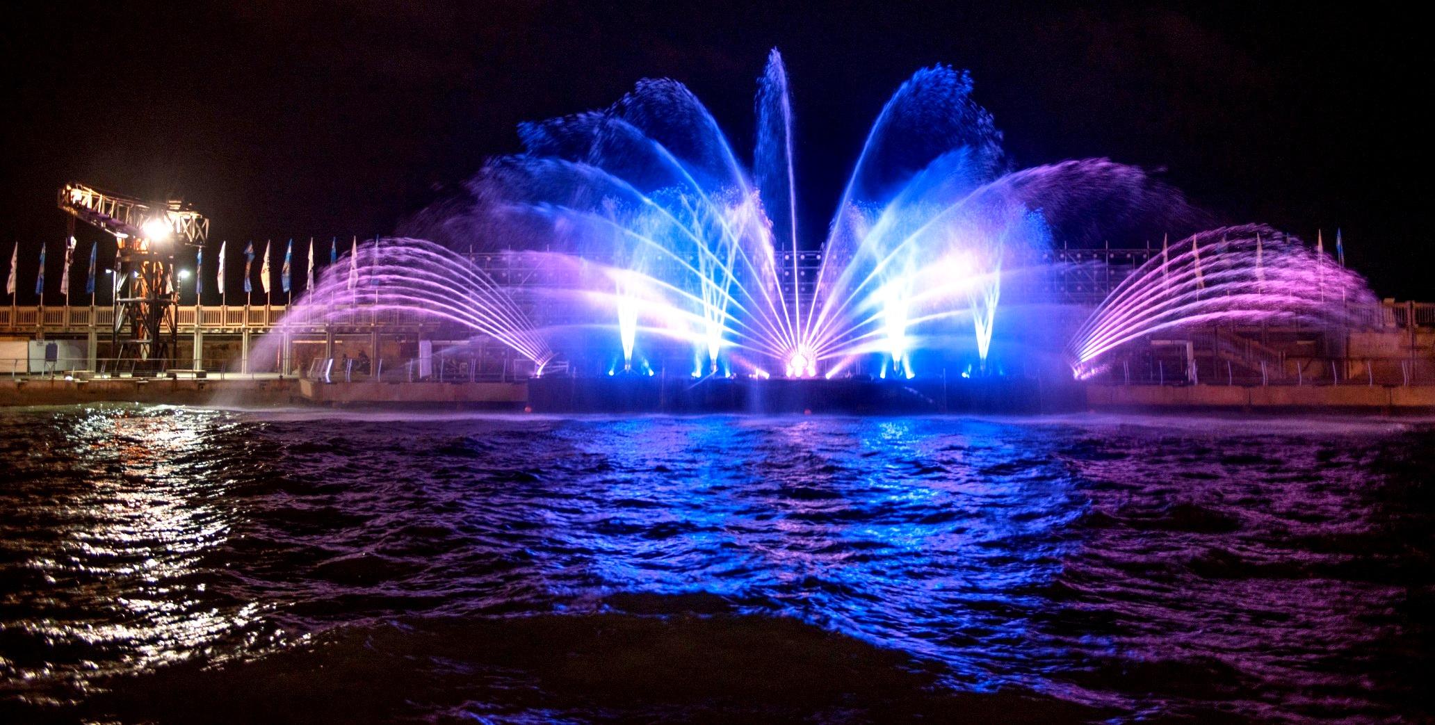 מופע אור, צבע ומים בנמל תל אביב. צילום חיים ברבלט