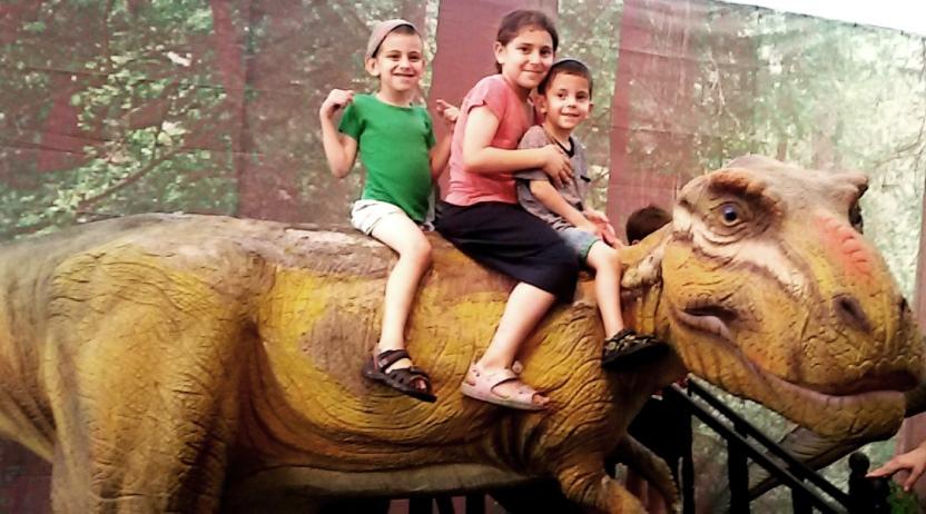 דינוזאור רכיבה במוזיאון ארץ ישראל ברמת אביב