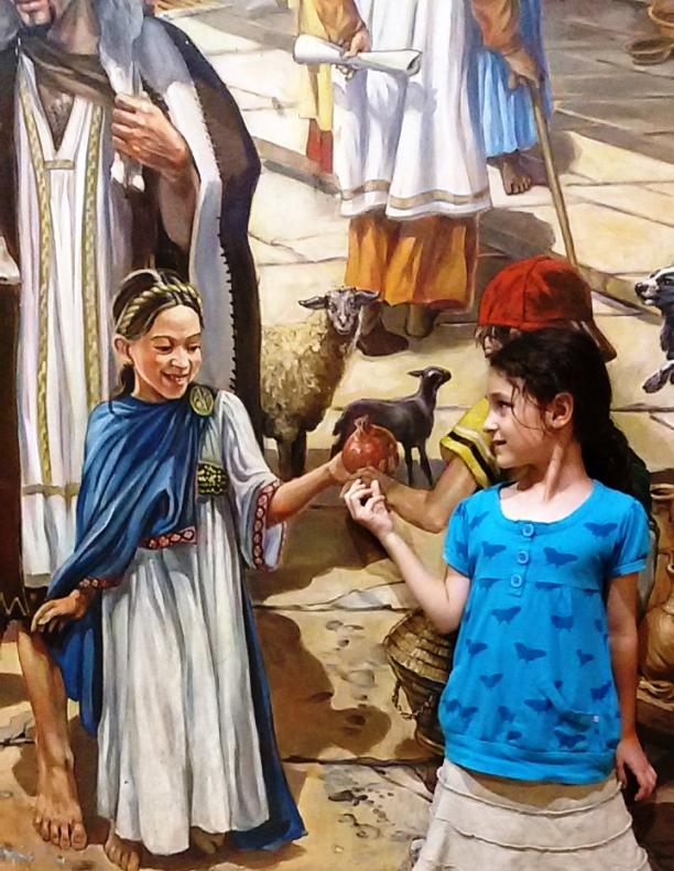 מפגש עבר-הווה בקארדו. ילדה מול ציור קיר של ירושלים בימי המקדש