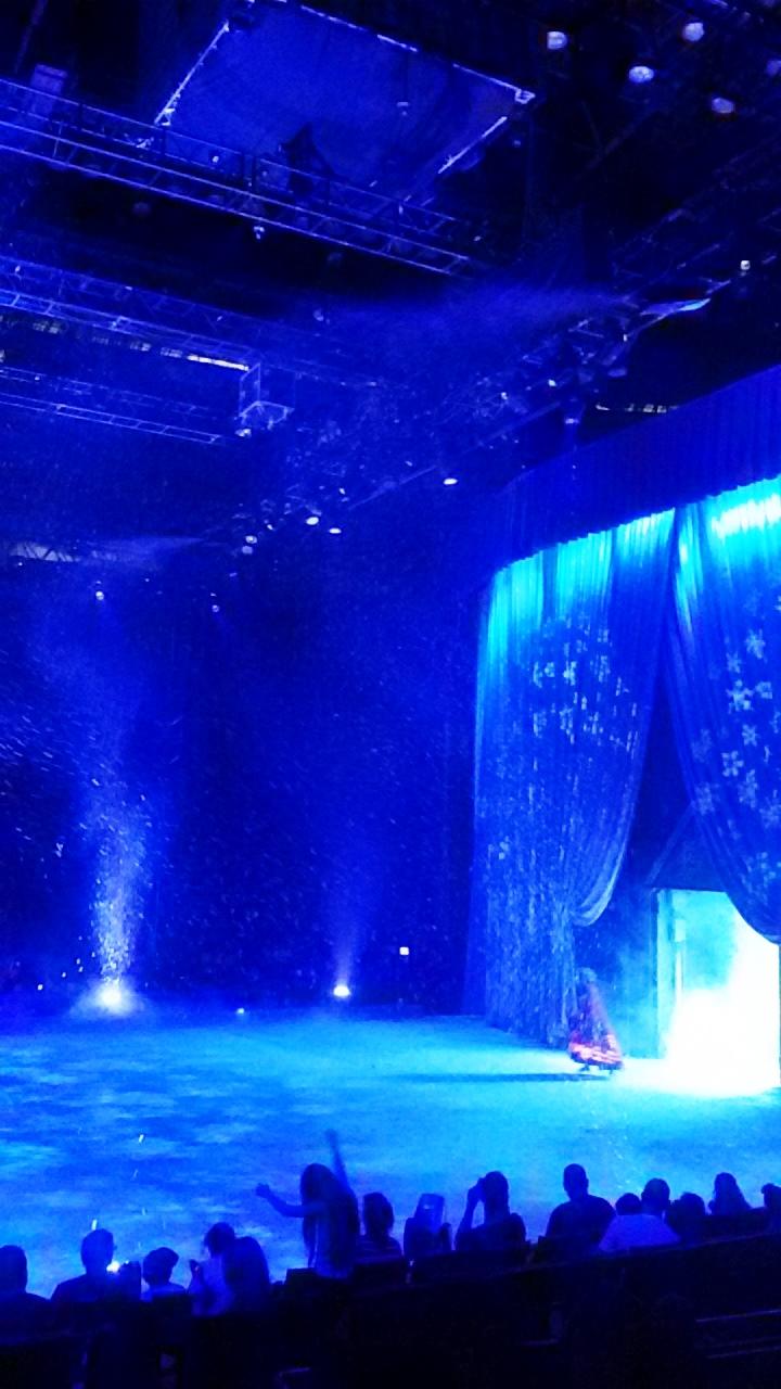 """תפאורות ענק במופע """"דיסני על הקרח"""""""