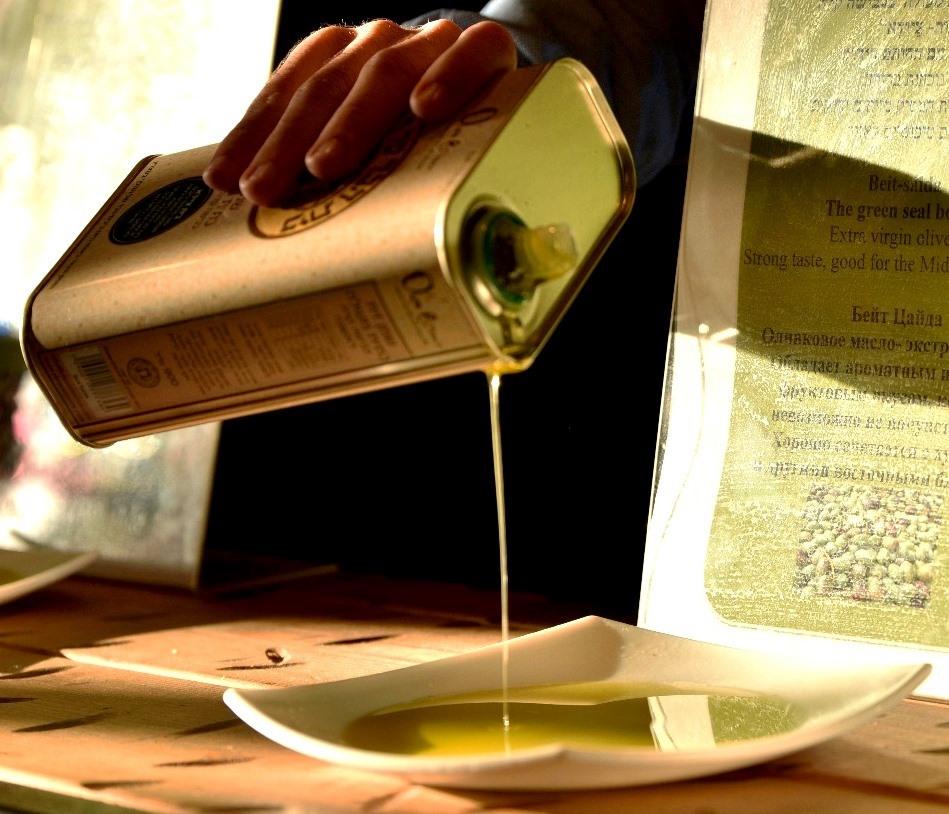 שמן זית בפחיות. בית הבד של הגולן. צילום סמדר טלמון