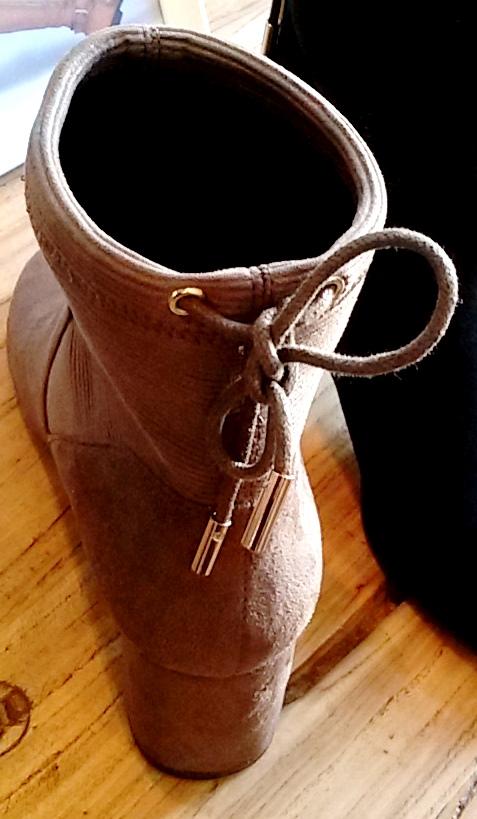 שרוך גם מאחור כדי להתאים מגפון בדיוק למידות הרגל. נעלי גלי