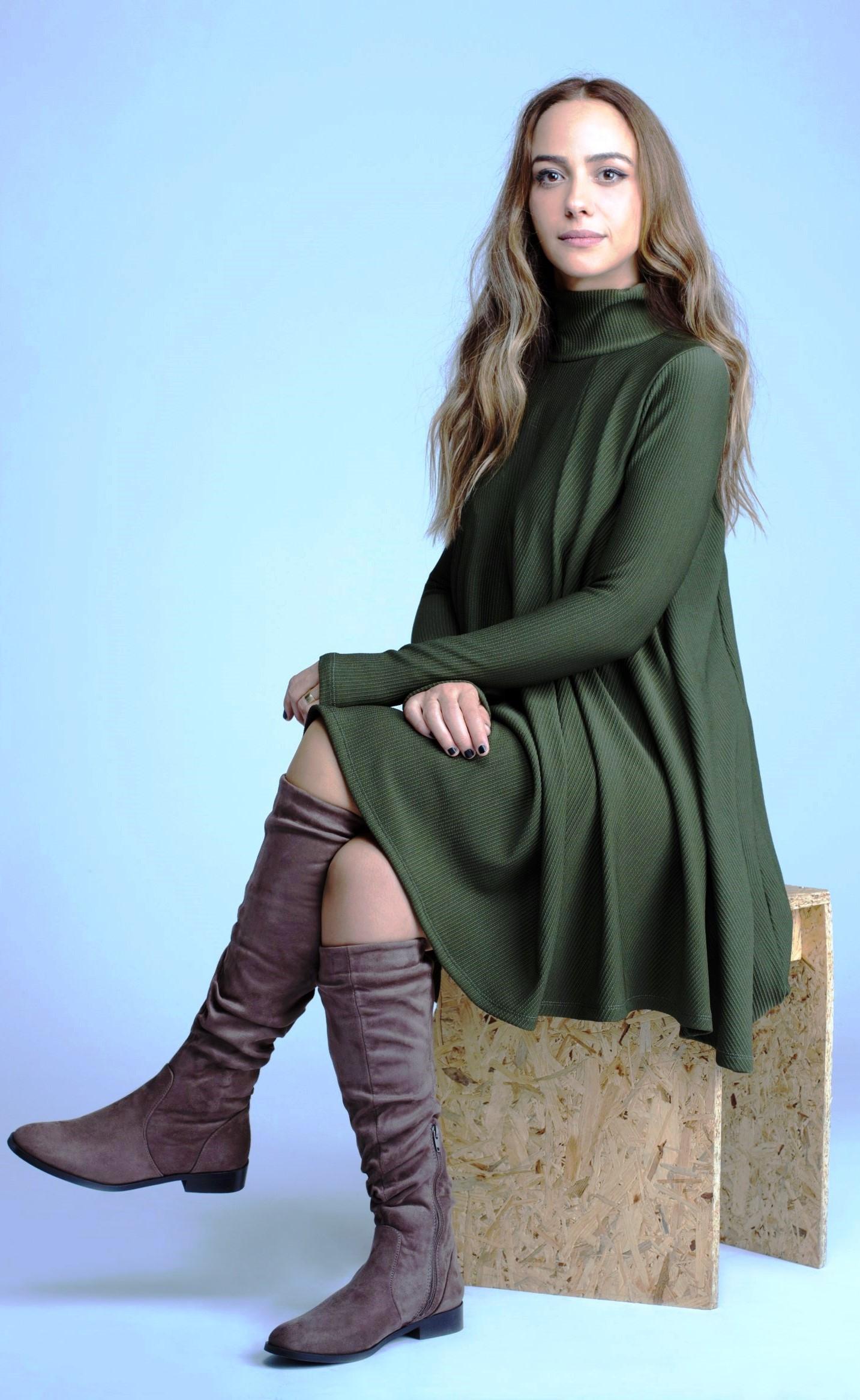 קידום התדמית הכל-משפחתית. שרון אחותה של אילנית לוי כפרזנטורית של נעלי גלי. צילום זוהר שיטרית