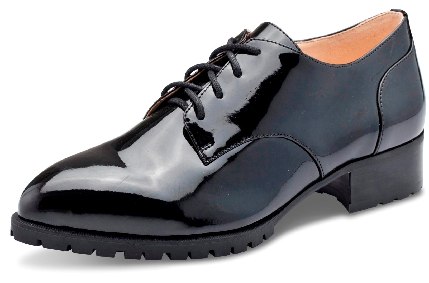 המראה הגברי בנעלי נשים. ניין ווסט. צילום ירון ויינברג