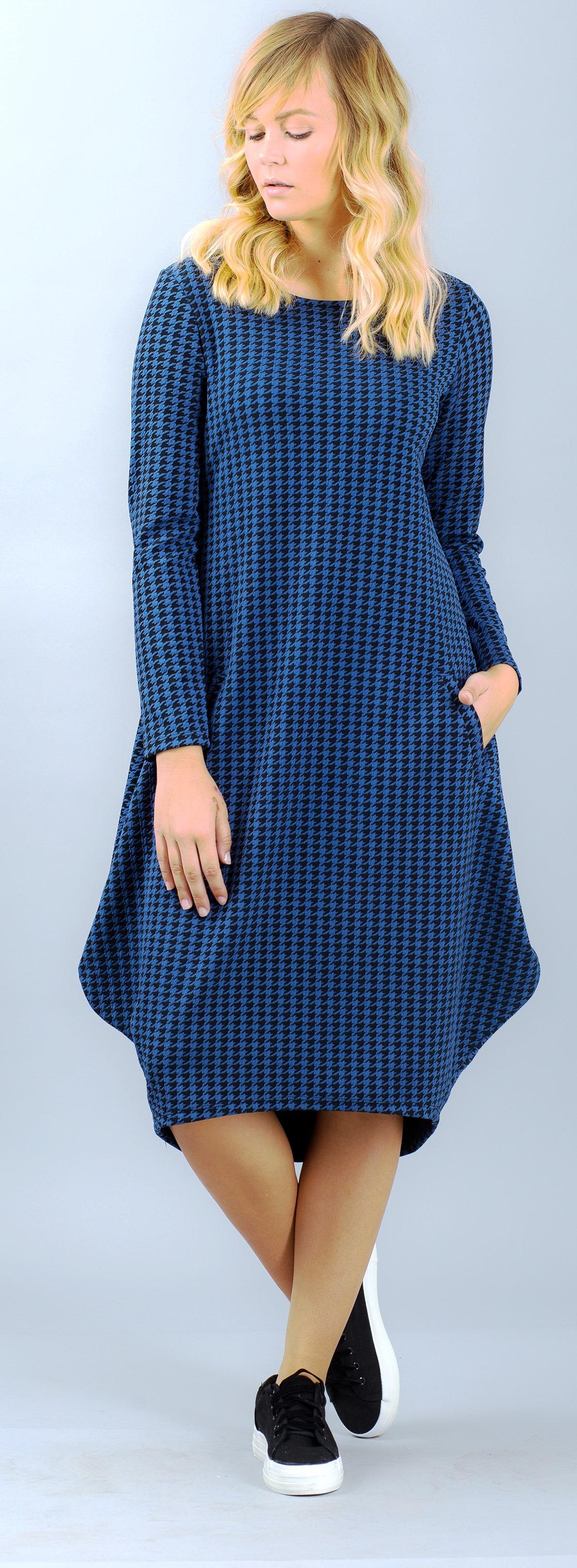 שמלה של הילה בשבוע אופנת המידות הגדולות. צילום אריק סולטן