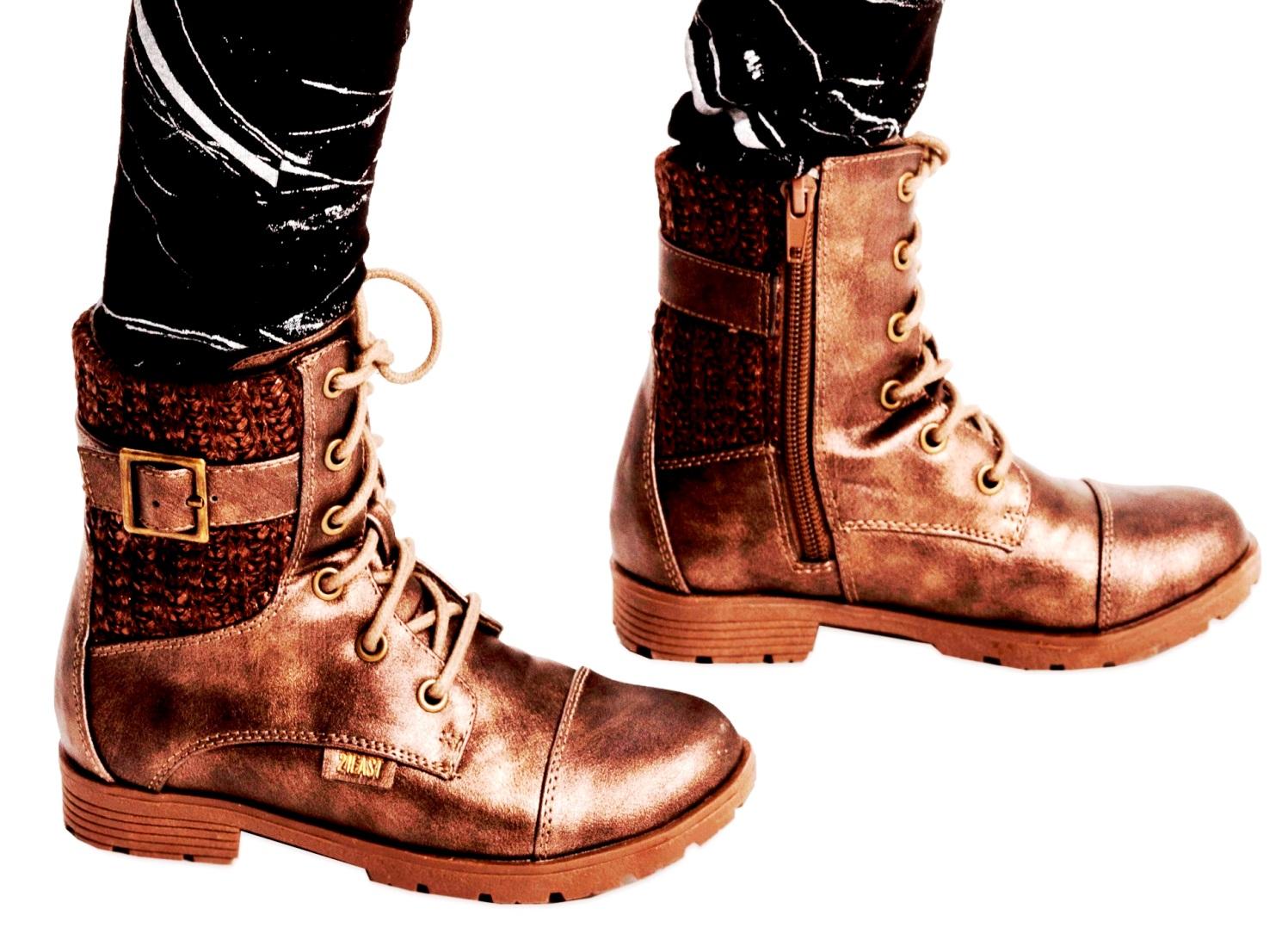 טרנד הסריג כחלק מהנעל. נעלי נמרוד אנד מור. צילום רון קדמי