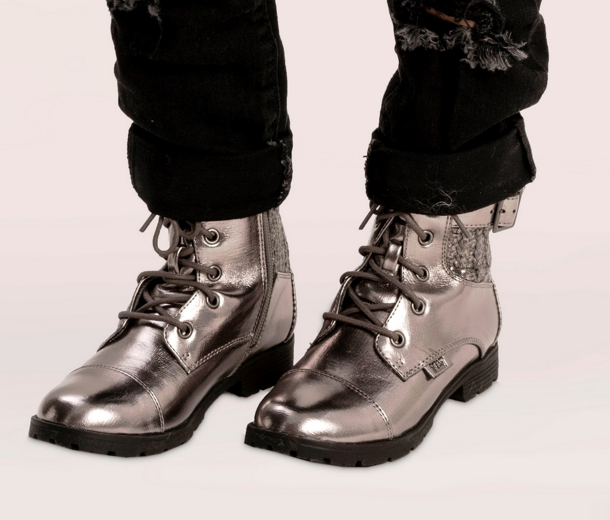 טרנד הצבעים המטאליים. נעלי נמרוד אנד מור. צילום רון קדמי