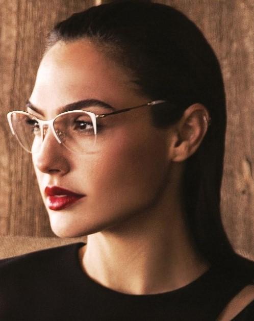 """גל גדות הישראלית, ה""""וונדר וומן"""" בסרטי הוליווד, בקמפיין המשקפיים של רשת אירוקה. צילום דודי חסון"""