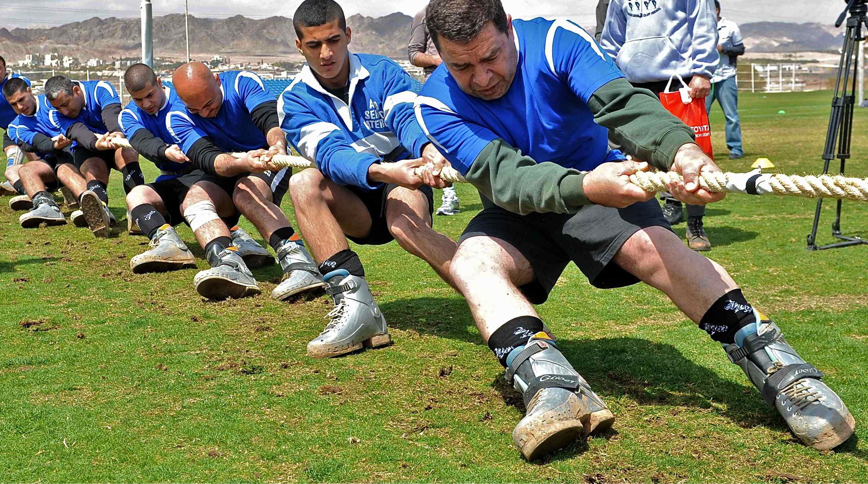 תחרות משיכת חבל עממית. 17 בפברואר. צילום מאיר כפיר