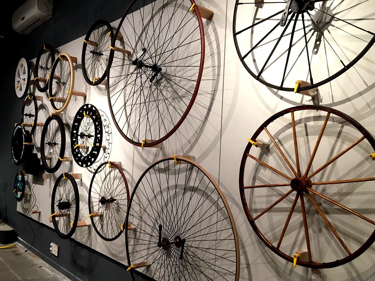 """מוזיאון המדע ע""""ש בלומפילד בירושלים. 200 שנה להמצאת האופניים"""