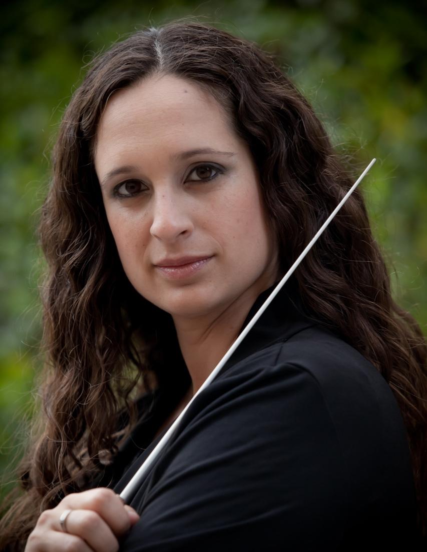 התזמורת הקאמרית הישראלית. הכנרת והמנצחת צילום אילן ספירא