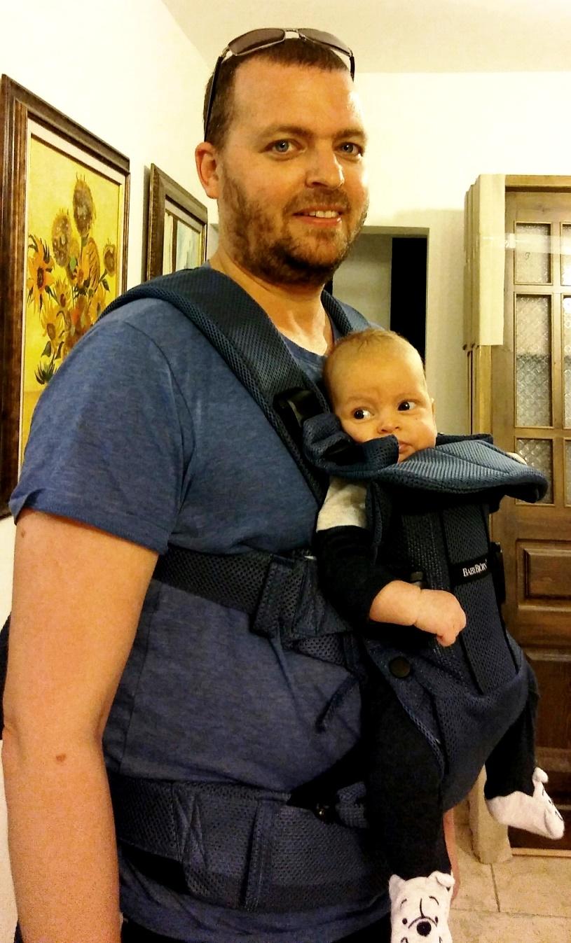בייבי ביורן. נסיין, תינוק ומנשא. צילום נעמי גולן